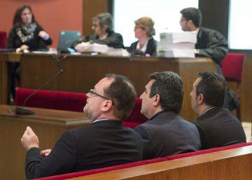Bustos afronta otros cuatro años de cárcel por la retirada de multas