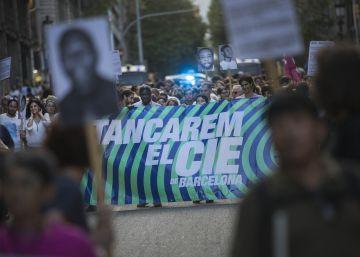 Más de 300 personas marchan contra la reapertura del CIE
