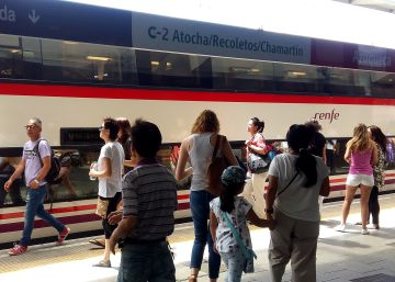 La odisea de viajar en Cercanías un día de huelga