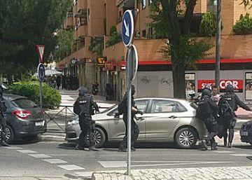 Un policía se suicida con su arma tras 8 horas atrincherado en un restaurante de Alcobendas