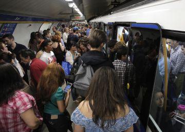 Trenes llenos en el tercer día de huelga de Metro