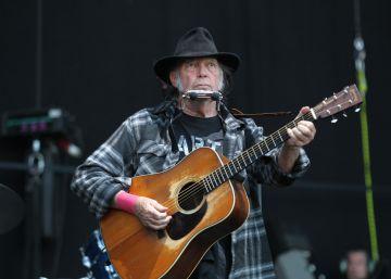 Neil Young revisita su cancionero en el Poble Espanyol