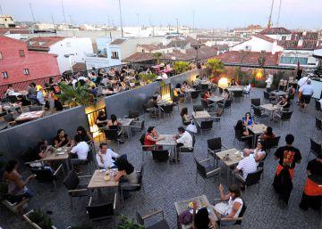El Ayuntamiento cierra la terraza de la UNED en las Escuelas Pías