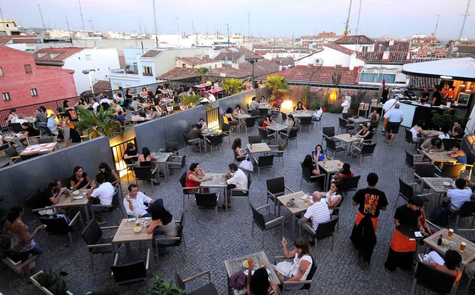 Gau caf el ayuntamiento cierra la terraza de la uned en for Biblioteca de la uned madrid