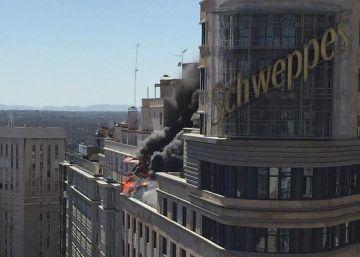Controlado el incendio en la azotea del edificio Carrión de Gran Vía