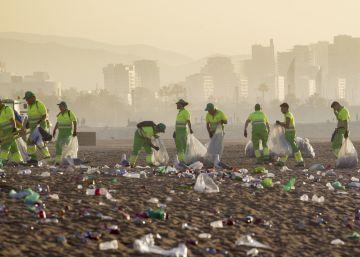 52.000 personas celebran la verbena en las playas de Barcelona