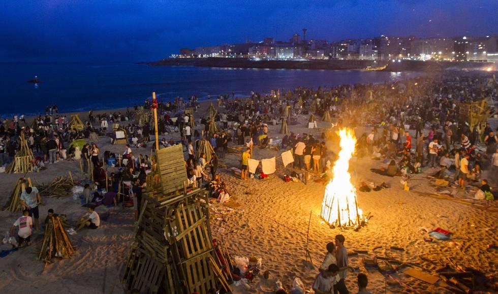 Tres heridos en San Xoán tras el rescate de un hombre en una playa de A Coruña