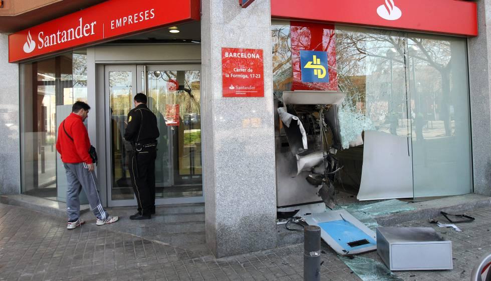 Vuelve a actuar una banda que hace explotar cajeros for Cajeros barcelona