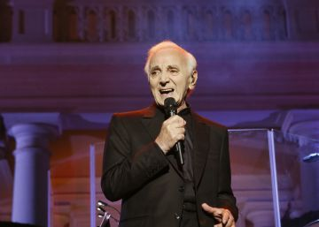 La 'juventud' de Aznavour enamora en Pedralbes