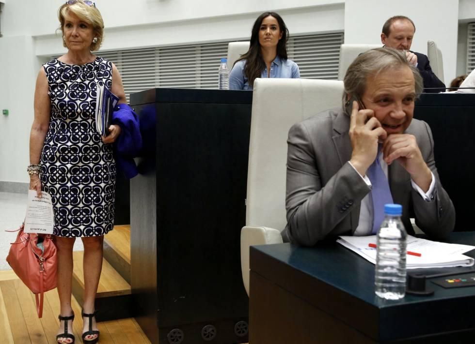 Aguirre, Villacís y Carmona al comienzo del pleno del Ayuntamiento.