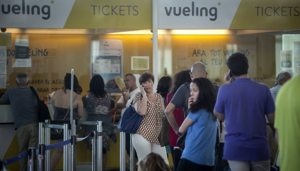 Vueling cancela solo cuatro vuelos en el prat en todo for Oficinas de vueling en barcelona