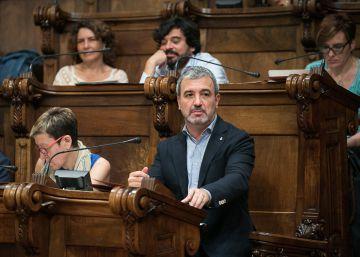 El pacto Colau-Collboni recibe el primer golpe en el pleno de Barcelona