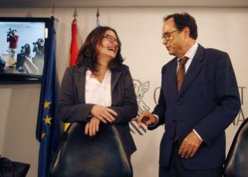 La vicepresidenta Mònica Oltra y el consejero de Hacienda, Vicent Soler.