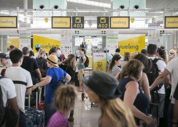 El caos en El Prat se agrava tras más cancelaciones y retrasos de Vueling