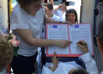 Una pareja se casa en una ambulancia tras sufrir un síncope el novio