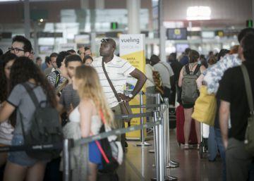 Fomento abre expediente a Vueling por el caos en el aeropuerto de Barcelona