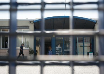 El Gobierno reprocha a Colau que intente decidir la política de inmigración