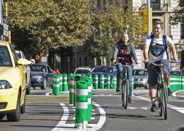 Los desplazamientos en bici crecen mientras el Bicing cae en barrena
