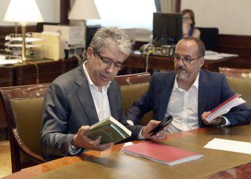 Homs pide a Sánchez que explore ya una alternativa a Rajoy