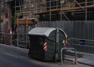 Una pareja que rebuscaba en la basura halla a un bebé en Valencia
