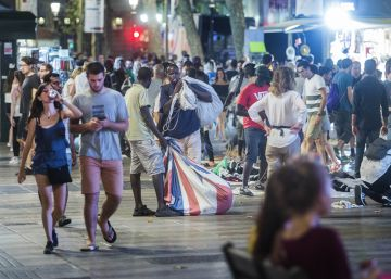 Los manteros se expanden por la ciudad tras ser expulsados de la Barceloneta