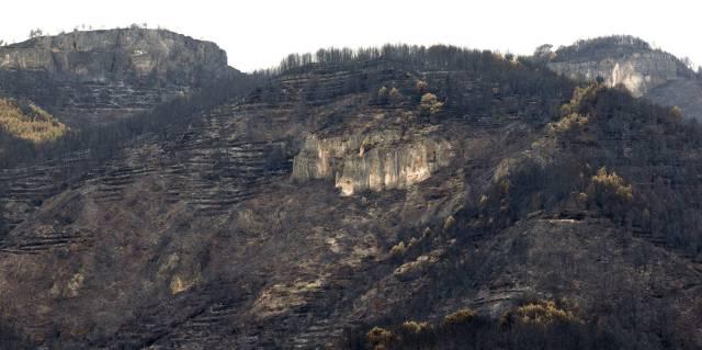 Zonas arrasadas por el fuego en Les Penyes Altes, en Artana.
