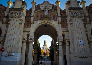 Entrada principal del cementerio de la Almudena.
