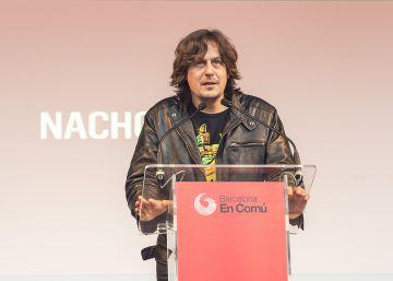 El cantante Nacho Vegas carga contra Colau por los decomisos a los músicos callejeros