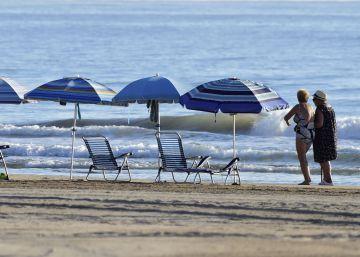Las playas declaran la guerra a las sombrillas solitarias