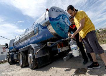 El agua potable vuelve a la Bisbal d'Empordà a bordo de cisternas