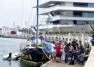El velero de Ecologistas atraca en Valencia para difundir el estado de los fondos marinos