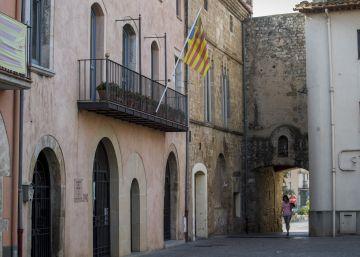 Bàscara se plantea vender su ayuntamiento para saldar deudas