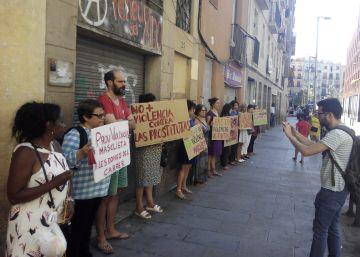 Las prostitutas del Raval denuncian una oleada de agresiones contra ellas