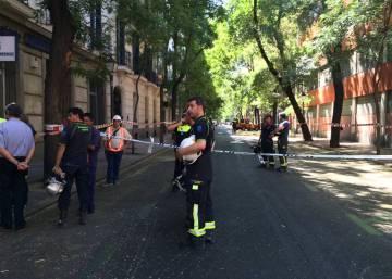 Desalojado un edificio en la calle de Lagasca por riesgo de derrumbe
