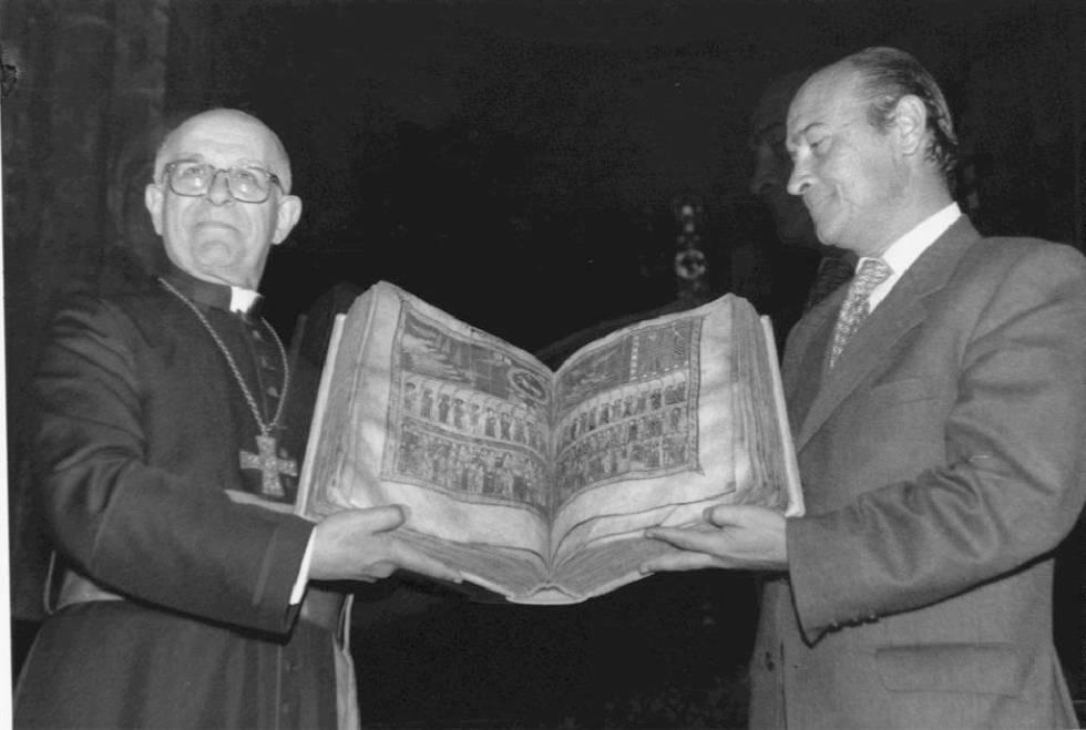 Joan Martí, obispo de la Seu y Santiago López Valdivieso, director de la Guardia Civil, con el Beato en 1997, cuando se recuperó.