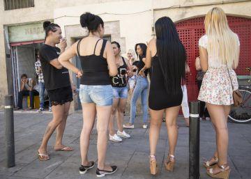 Vecinos del Raval denuncian un aumento de drogas y prostitución