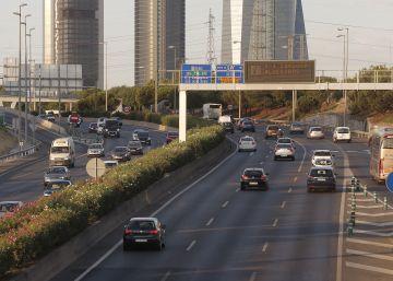 Los coches regresan a ritmo lento
