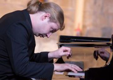 Brillante debut del pianista Kozhukhin