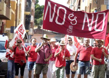"""Reducida participación en la marcha de apoyo a Sánchez bajo el lema """"No es no"""""""