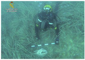 El Grupo Especial de Actividades Subacuática (Geas) ha hallado cinco o seis huesos  envueltos en una sábana en aguas de Calpe.rn