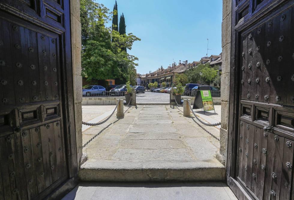 Risas de estudiantes en torno a un castillo madrid el pa s - Casas villaviciosa de odon ...
