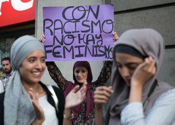 Protesta por la persecución del 'burkini' ante el consulado de Francia