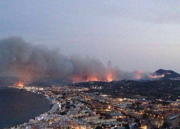 Wildfire on Spanish coast forces 1,000 people from their homes