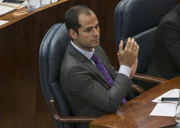 """Aguado critica a Cifuentes por entender las políticas sociales como """"caridad"""""""