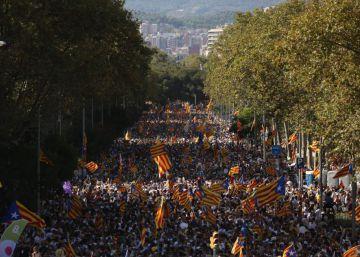 Puigdemont ratifica el plan independentista en otra Diada multitudinaria
