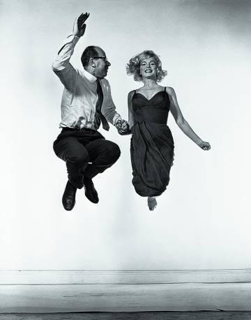 La actriz Marilyn Monroe con el fotógrafo Moisés Pérez de Albéniz.