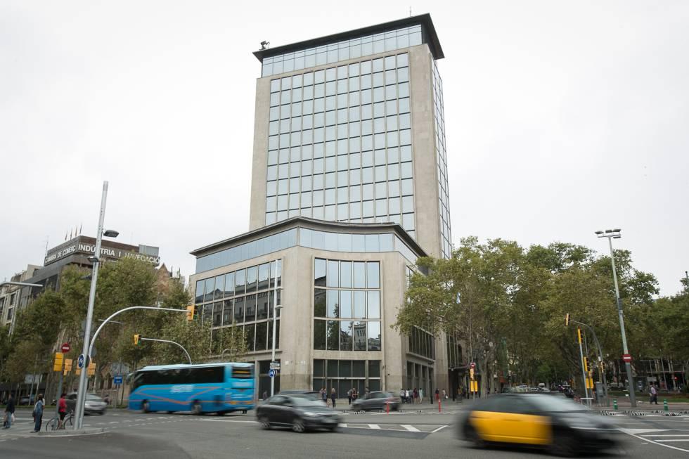 barcelona destruye casi metros de oficinas en tres