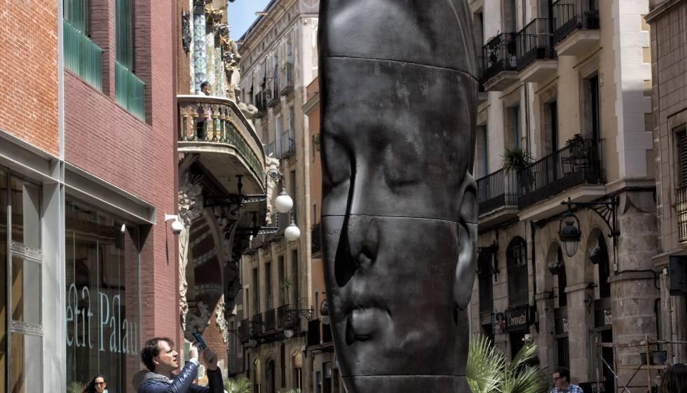 Carmela, la escultura de Jaume Plensa ante el Palau de la Música.