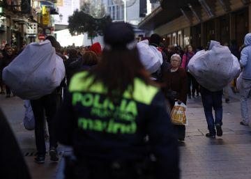"""El Ayuntamiento anuncia que el plan contra los manteros """"sigue adelante"""""""