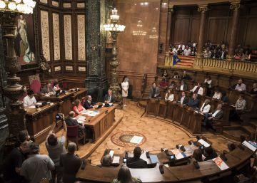 De Reina Regente a Carles Pi i Sunyer: Barcelona rebautiza el Salón de Plenos